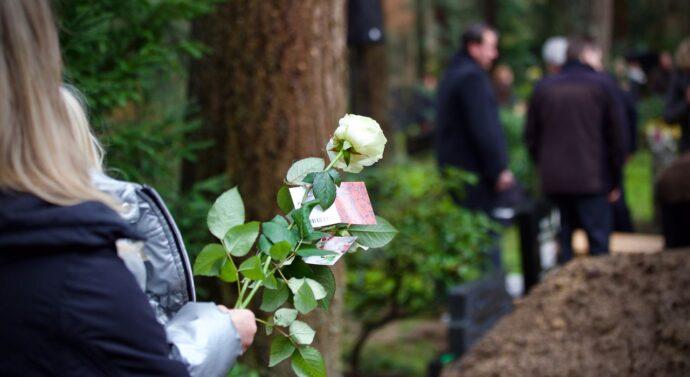 Profesjonalna firma pogrzebowa – czym się wyróżnia?